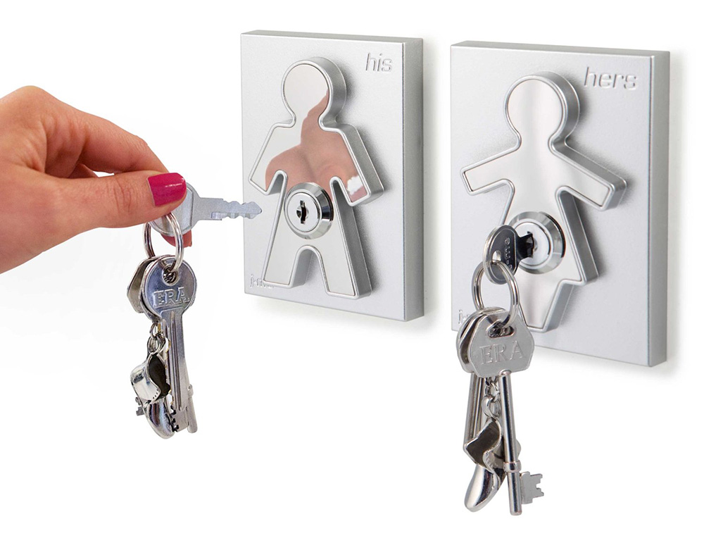 "His and Hers Key Holders | Cuelga tus llaves ""aquí"""